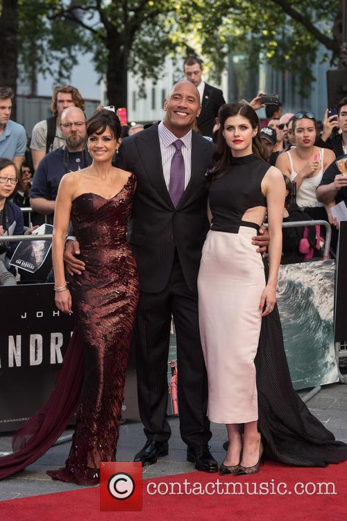 Carla Gugino, Alexandra Daddario and Dwayne Johnson 11