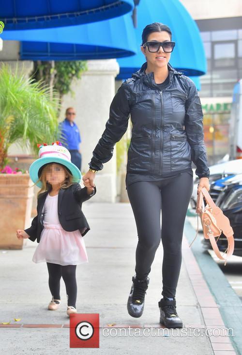 Kourtney Kardashian and Penelope Disick 4