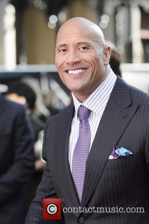 Dwayne 'The Rock' Johnson Sets World Record For Most Selfies In Three Minutes
