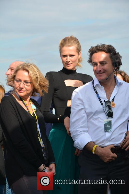Cornelia Yzer, Toni Garrn and Alejandro Agag 8