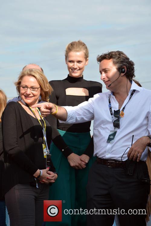 Cornelia Yzer, Toni Garrn and Alejandro Agag 9