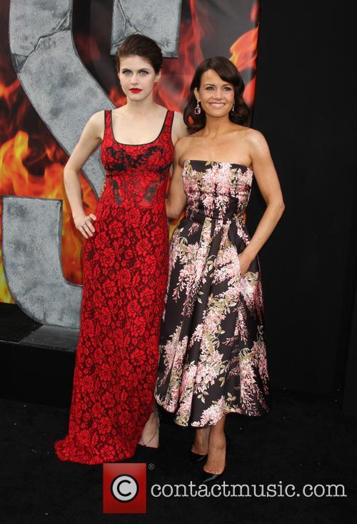 Alexandra Daddario and Carla Gugino 6