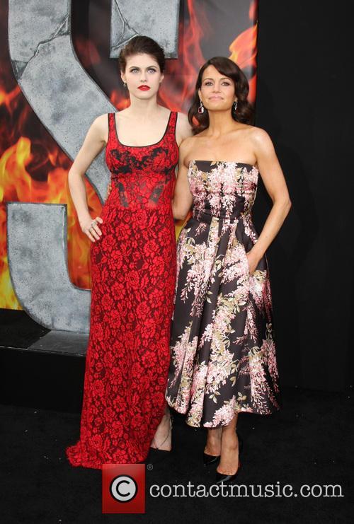 Alexandra Daddario and Carla Gugino 7