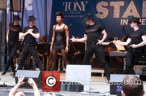 Brandy Norwood and Cast Of Chicago 4
