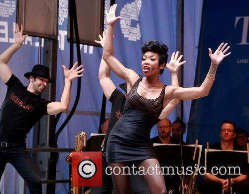 Brandy Norwood and Cast Of Chicago 6