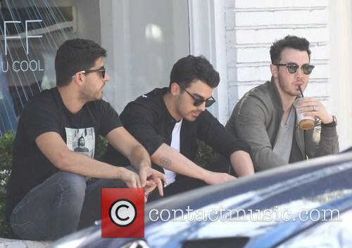 Joe Jonas and Kevin Jonas 4