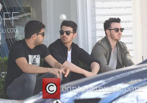 Joe Jonas and Kevin Jonas 5