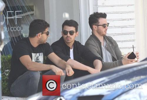 Joe Jonas and Kevin Jonas 6