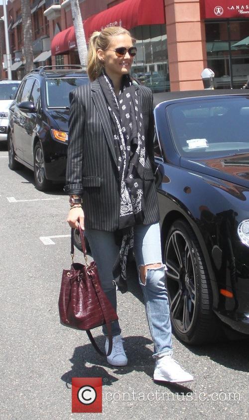 Bar Refaeli leaves Anastasia salon with friends
