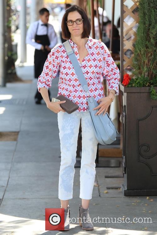 Amanda Peet 9