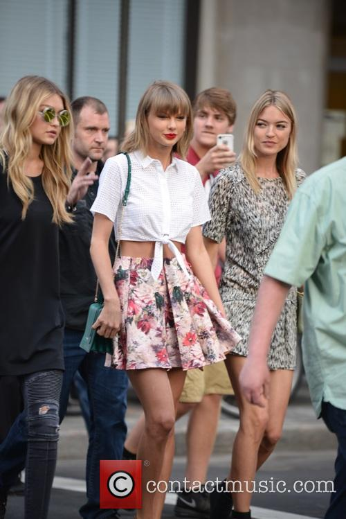 Taylor Swift, Gigi Hadid and Martha Hunt 4