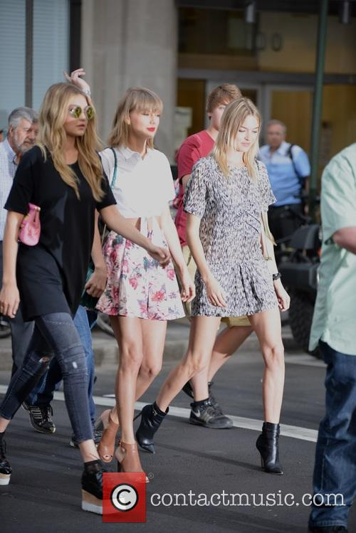 Taylor Swift, Gigi Hadid and Martha Hunt 5