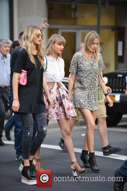 Taylor Swift, Gigi Hadid and Martha Hunt 6