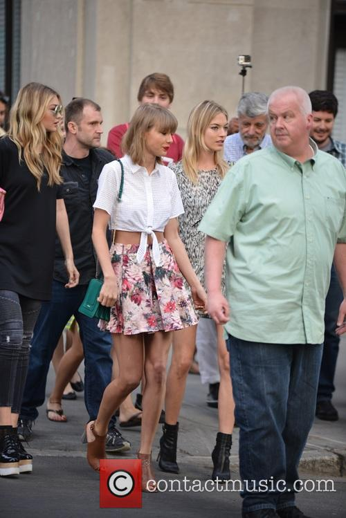 Taylor Swift, Gigi Hadid and Martha Hunt 7