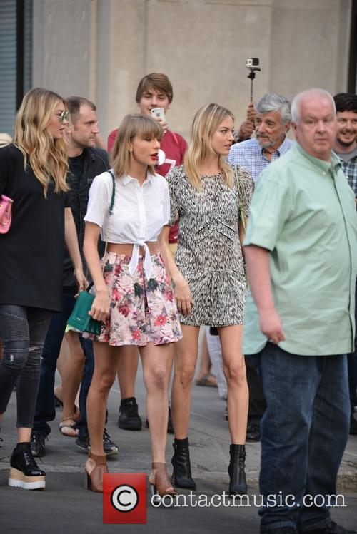 Taylor Swift, Gigi Hadid and Martha Hunt 8