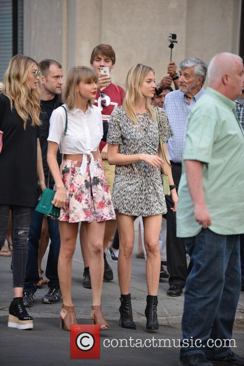 Taylor Swift, Gigi Hadid and Martha Hunt 1