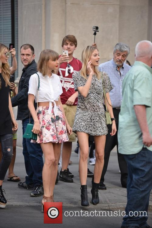 Taylor Swift, Gigi Hadid and Martha Hunt 9