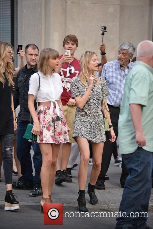 Taylor Swift, Gigi Hadid and Martha Hunt 10