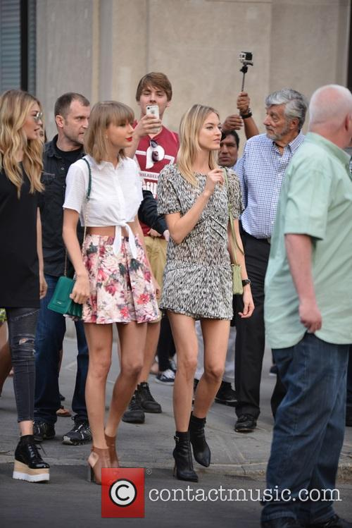 Taylor Swift, Gigi Hadid and Martha Hunt 11