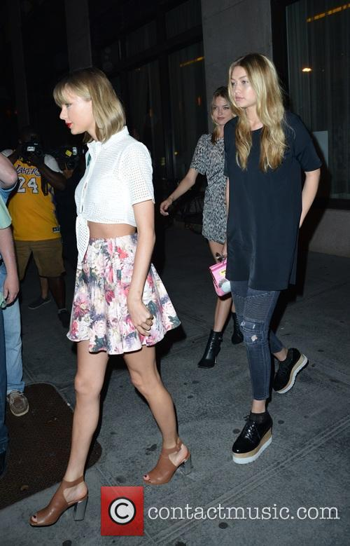 Taylor Swift, Martha Hunt and Gigi Hadid 3