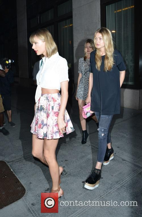 Taylor Swift, Martha Hunt and Gigi Hadid 4