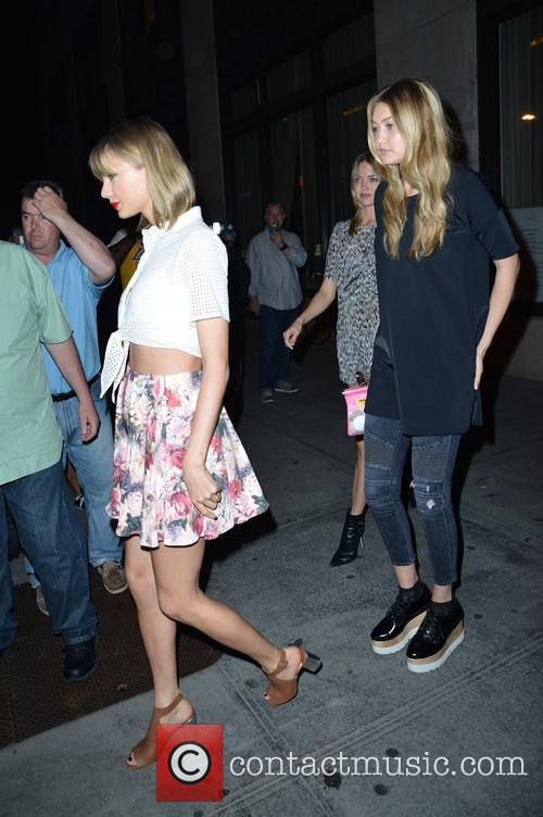 Taylor Swift, Martha Hunt and Gigi Hadid 5