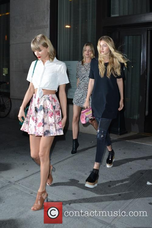 Taylor Swift, Martha Hunt and Gigi Hadid 10