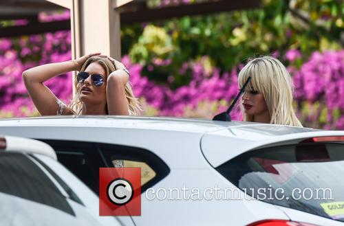 Danielle Armstrong and Chloe Sims 3