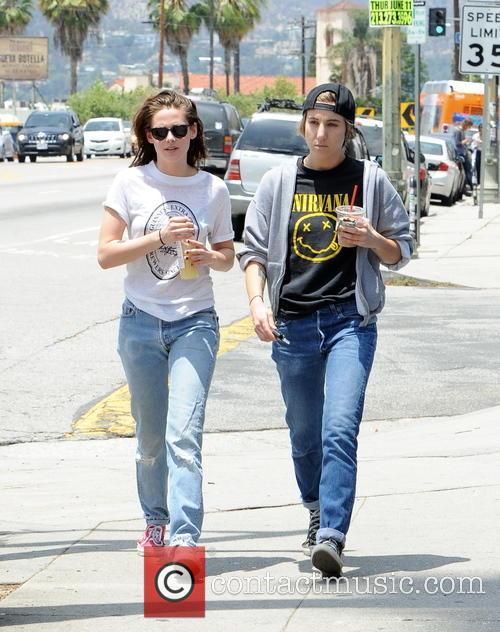Kristen Stewart and Alicia Cargile 2