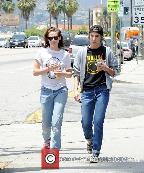 Kristen Stewart and Alicia Cargile 3
