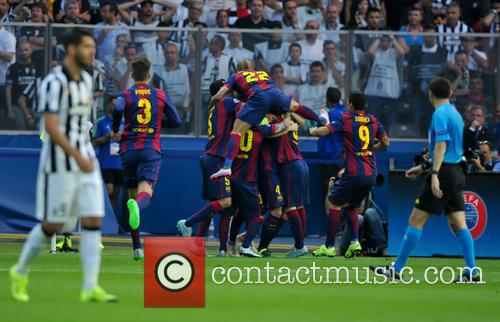 Barcelona Squad Celebrate The First Goal 2