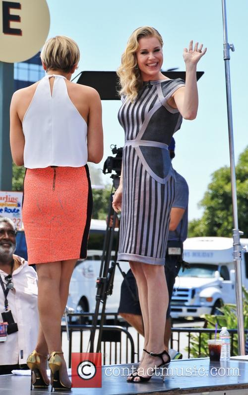 Rebecca Romijn on the set of 'Extra'
