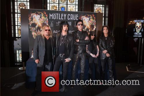 Nikki Sixx, Tommy Lee, Mick Mars, Vince Neil and Alice Cooper 2