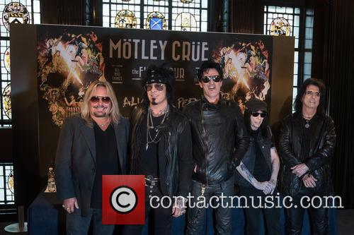 Tommy Lee, Mick Mars, Nikki Sixx, Vince Neil and Alice Cooper 10