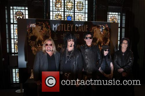 Tommy Lee, Mick Mars, Nikki Sixx, Vince Neil and Alice Cooper 11