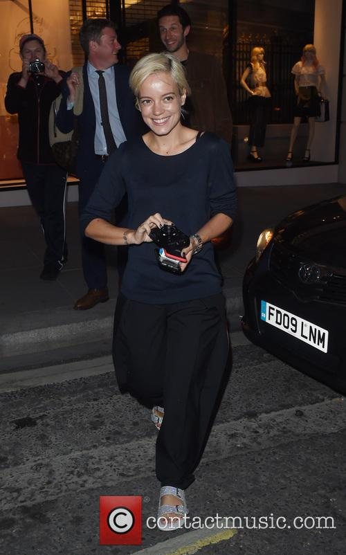 Lilly Allen paps the paparazzi with her camera