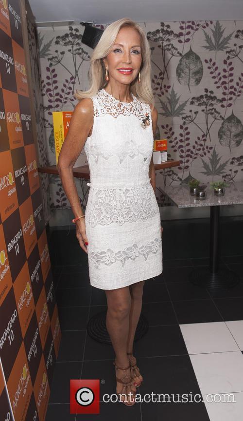 Carmen Lomana 8