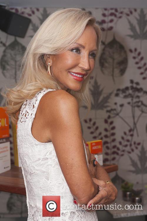 Carmen Lomana 11