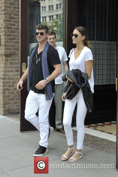 Robin Thicke and April Love Geary 7