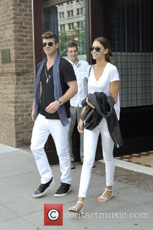 Robin Thicke and April Love Geary 8