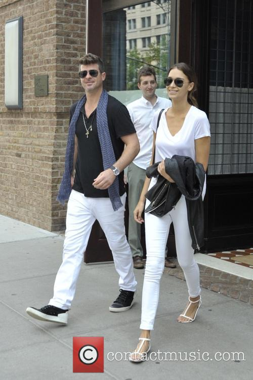 Robin Thicke and April Love Geary 9