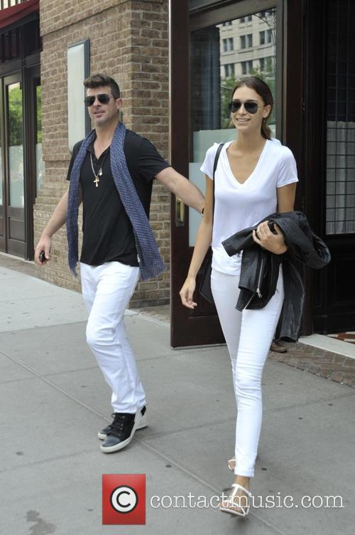 Robin Thicke and April Love Geary 11