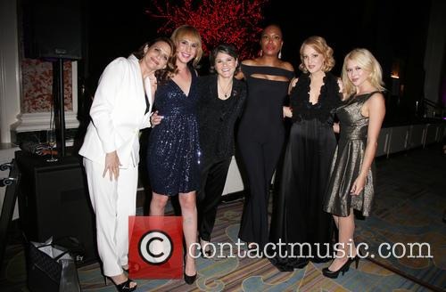 Amy Landecker, Zachary Drucker, Karen Dixon, Aisha Tyler, Wendi Mclendon-covey and Renee Olstead 5