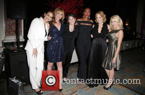 Amy Landecker, Zachary Drucker, Karen Dixon, Aisha Tyler, Wendi Mclendon-covey and Renee Olstead 6