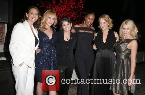 Amy Landecker, Zachary Drucker, Karen Dixon, Aisha Tyler, Wendi Mclendon-covey and Renee Olstead 1