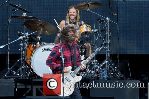 Dave Grohl, Taylor Hawkins and Foo Fighters 7
