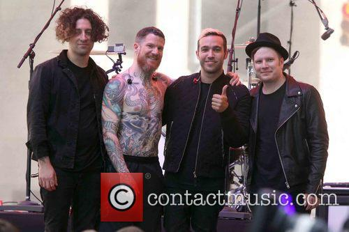 Joe Trohman, Andy Hurley, Pete Wentz, Patrick Stump and Fall Out Boy 1