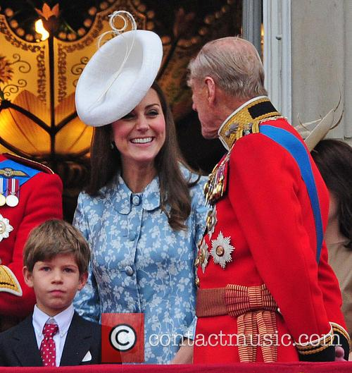 Prince George, Duchess Of Cambridge, Prince William and The Queen 4