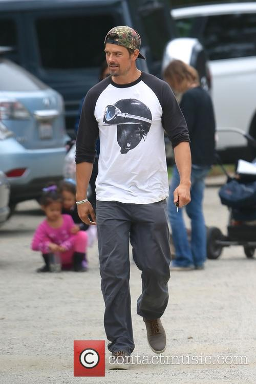 Josh Duhamel returning to his car
