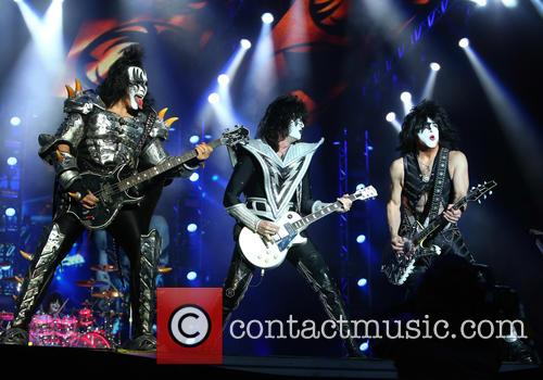Gene Simmons, Tommy Thayer and Paul Stanley 8
